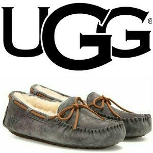 Ugg Dakota Shearling ladies slipper. Size 8